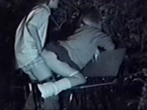 【盗撮動画】夜の公園でHしてる高校生カップルを盗撮!